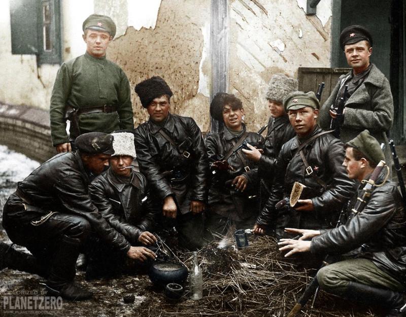 Большевицкая сволочь из карательного отряда (ЧОНа). Многие чекисты и каратели большевиков носили кожаные куртки (их до 1917 года шили для летчиков, инженеров, техников) - с кожаной куртки кровь смывалась гораздо легче, чем с обычной шинели. А крови большевики и чекисты пролили море. И эта пролитая кровь - на всех красных и советских тварях, на их детях и внуках.