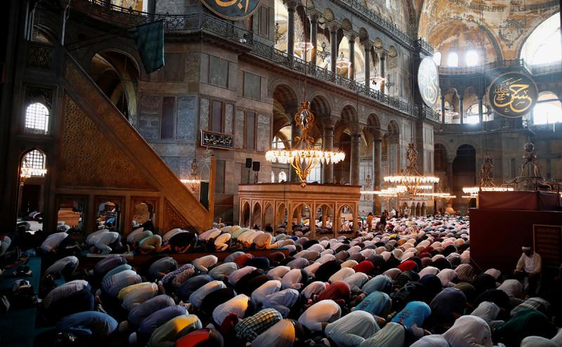 Турки молятся в Святой Софии. Византия - как и Российская Империя - плохо кончила. И то, что для Византии все закончится катастрофой - как и в России - многие предсказывали задолго до катастрофы 1453 года.