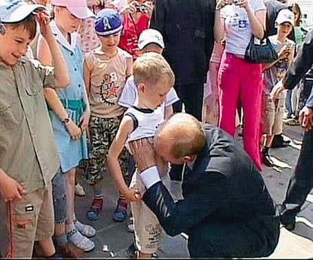 """Путин целует мальчика в пупок. У советских и гебешных дегенератов """"гуманизм"""" порой принимает довольно неожиданные и странные формы. Дегенераты же."""