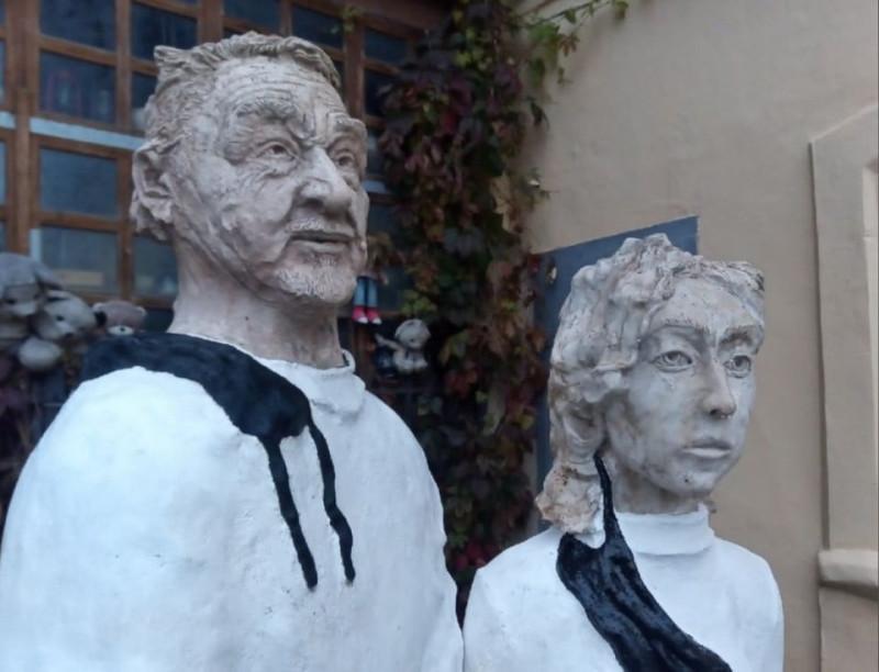 Памятник врачам, погибшим во время пандемии коронавируса, открытый недавно в Калуге.