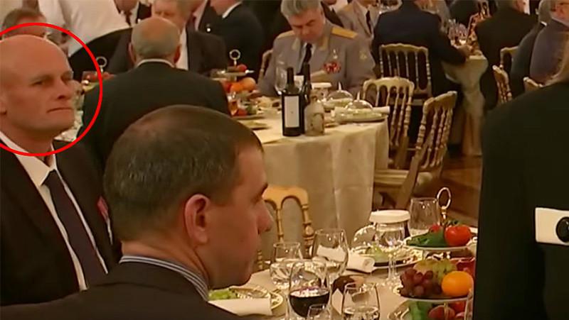 Вагнер-Уткин на торжественном обеде среди других путинских гебистов и патриотов. Эта советская фашистская нечисть любит вкусно пожрать, выпить и закусить. На русских муках и костях.