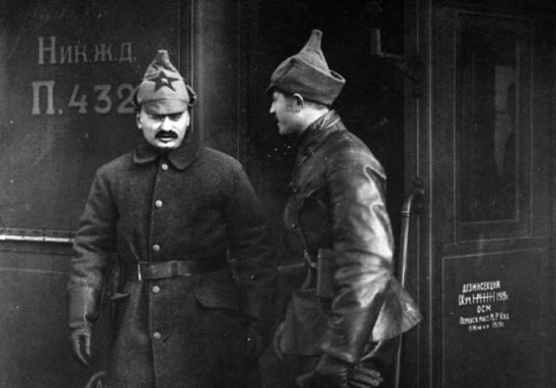 """У """"красной армии"""" было какое-то подозрительное нерусское лицо. Они, они — за спинами всех этих красных сифилитиков стояли именно жиды. И """"красная армия"""" была инструментом именно в их руках."""
