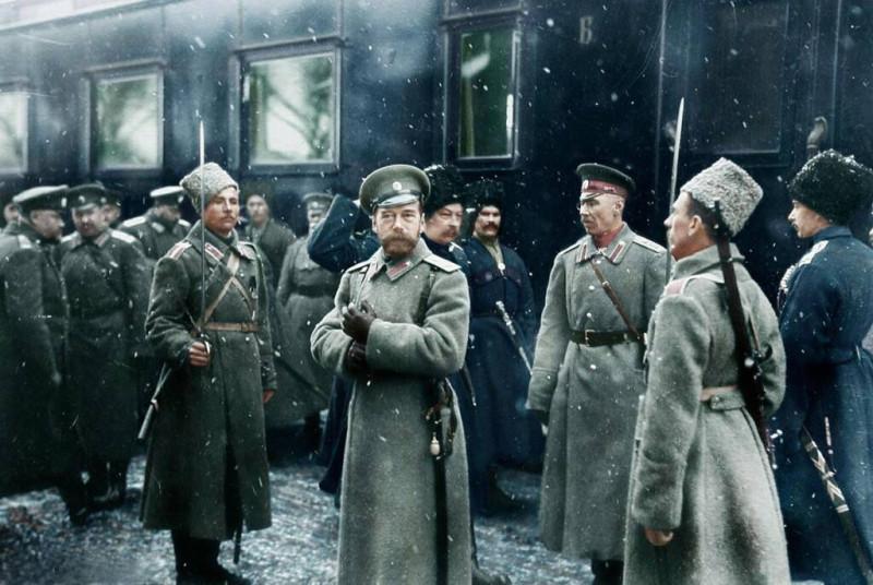 Государь Николай Второй в окружении предавших его генералов.