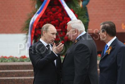 Муров с Путиным на очередном патриотическом мероприятии возле большевицко-советского капища в поганой Москве.