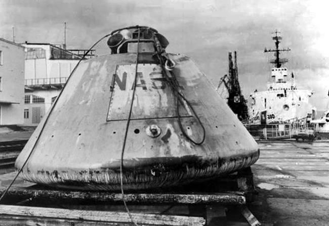 """Капсула с """"Аполлона"""", которую выловило советское судно """"Атлант"""" в Атлантическом океане и в которой должны были находиться астронавты тупых пиндосов после """"возвращения с Луны""""."""