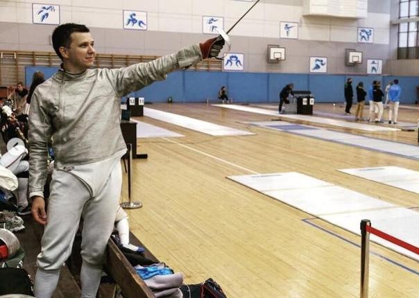 Андрей Зельцер в фехтовальном зале.