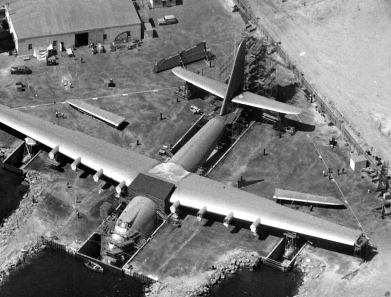 Hughes H-4 Hercules. Только тупые пиндосы могли сделать такой самолет.