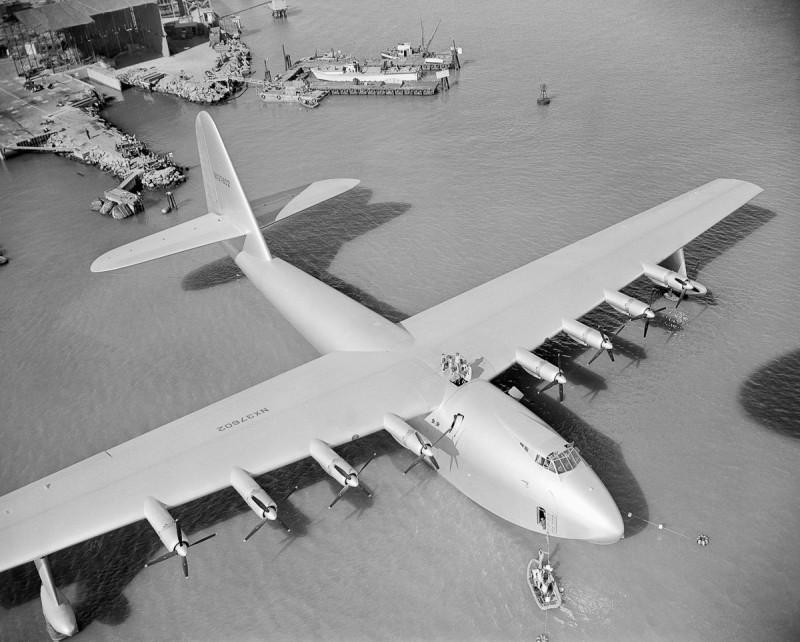 Hughes H-4 Hercules - деревянный монстр из березовой фанеры. Один из многочисленных памятников дебилизма тупых пиндосов и ущербности их инженерной мысли.