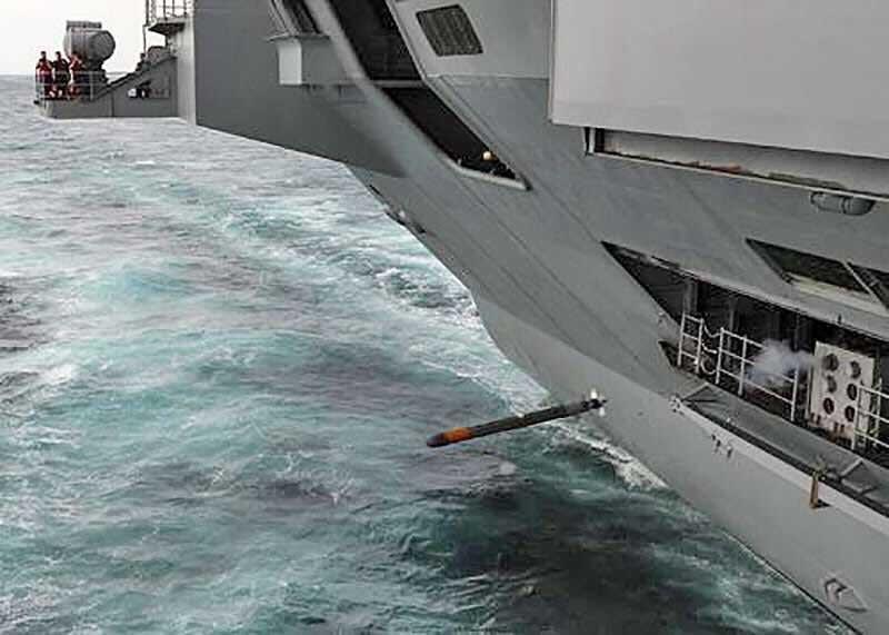 """Запуск антиторпеды Tripwire с корыта тупых пиндосов """"Джордж Буш"""" во время испытаний системы противоторпедной защиты SSTD."""