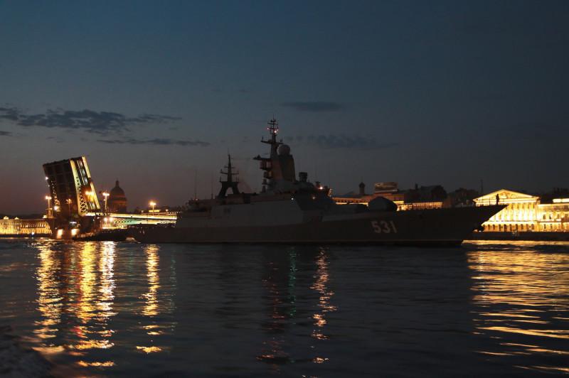 """Русский корвет """"Сообразительный"""" на рейде Невы в Санкт-Петербурге."""