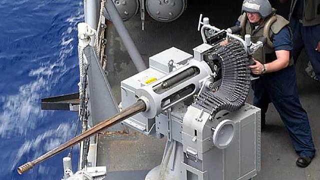 """Тупой пиндос на корыте """"Джордж Буш"""" у мощной пушки караулит русскую торпеду, чтобы поразить ее одной точной очередью. А если не получится - все надежды на """"усиленное днище"""" этого корыта."""