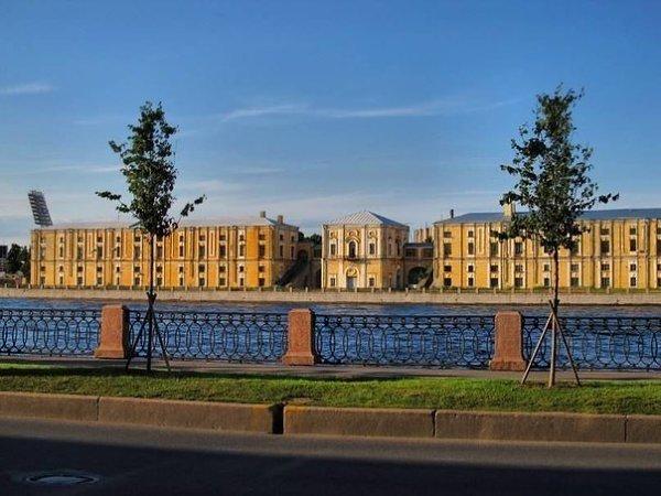 """""""Дворец Бирона"""" на набережной Малой Невы (проспект Добролюбова, 14)."""