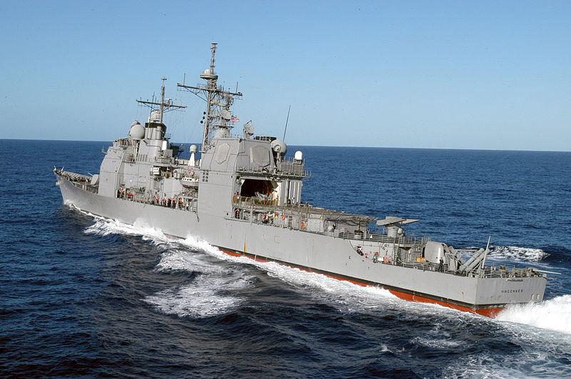 """Крейсер тупых пиндосов из серии """"Тигондерога"""". На фоне китайских эсминцев - это просто какой-то ржавый устаревший хлам."""