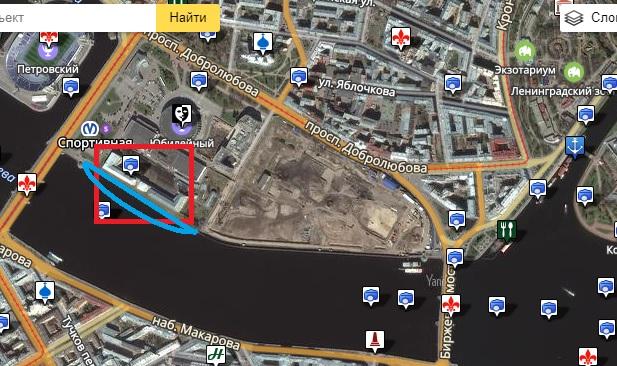 """Набережную у """"дворца Бирона"""" нужно расширить - примерно по синей линии."""