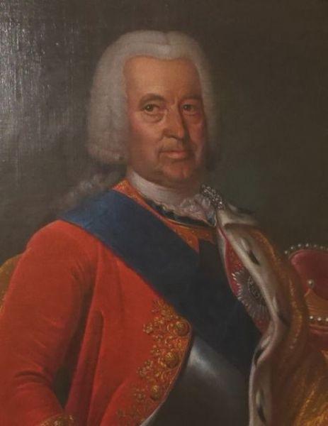 Эрнст Иоганн Бирон (1690 - 1772). Герцог Курляндский, граф Священной Римской империи, обер-камергер Российской Империи. После смерти Анны Иоанновны в 1740 году был отстранен от власти, сослан в Тобольск, а затем в Ярославль, но впоследствии реабилитирован.