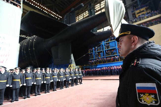 """Официальная церемония спуска на воду подводной лодки К-329 """"Белгород"""" в Северодвинске 23 апреля. Даже форма винтов этой подводной лодки является секретной."""