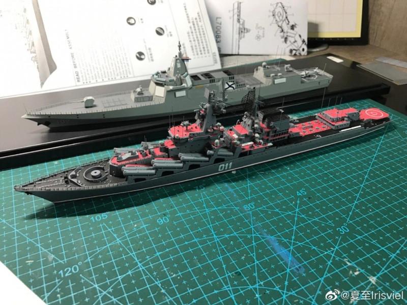 """Сравнение китайского эсминца Type 055 с российским ракетным крейсером проекта 1164 """"Атлант"""". Как видно, китайский эсминец по размерам и вооружению является скорее крейсером, чем эсминцем."""