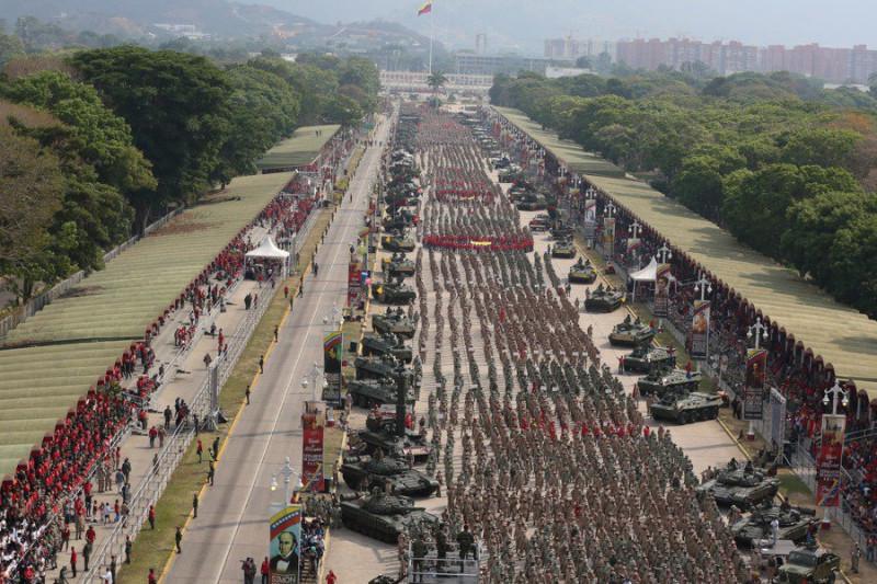 Смотр подразделений Боливарианской народной милиции 13 апреля 2019 года в Каракасе.