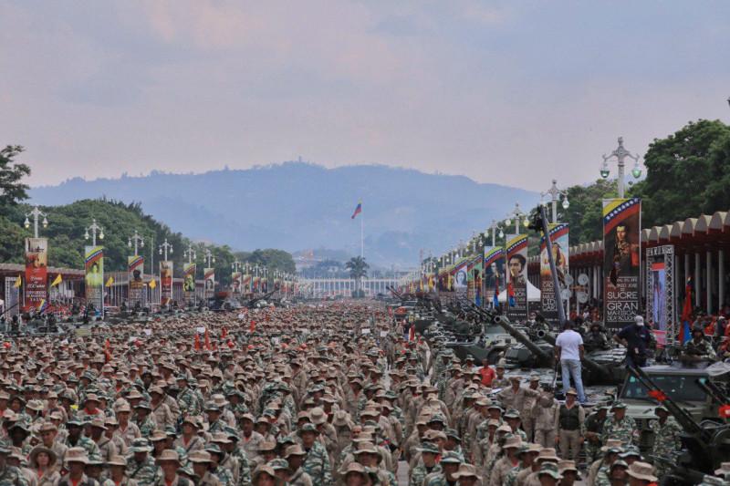 """Смотр подразделений Боливарианской народной милиции 13 апреля 2019 года в Каракасе. Это не армия. Это именно """"народная милиция"""". То есть вооруженный народ Венесуэлы."""