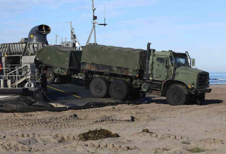 Армейский грузовик тупых пиндосов MTVR.