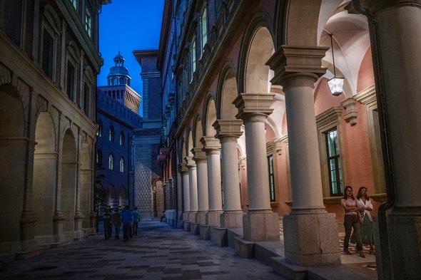 Кампус компании Huawei. Судя по всему, сделано под итальянскую Верону, город Ромео и Джульетты.