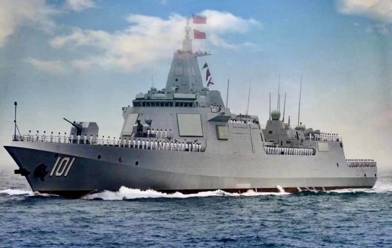 """Китайский эсминец Тип 055. По водоизмещению и вооружению - это крейсер. Сравните его с убогими и давно устаревшими крейсерами тупых пиндосов типа """"Тигондерога"""", и вы поймете, насколько огромное превосходство имеют новейшие корабли Китая перед ржавым хламом тупых пиндосов."""