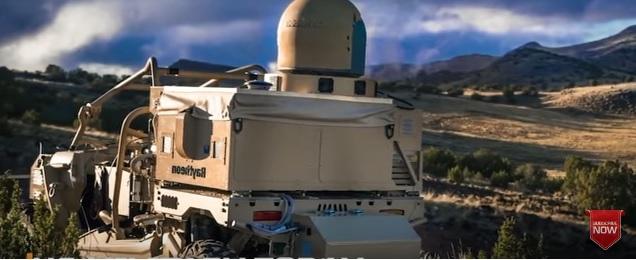"""Машинка-багги как бы с """"лазерной установкой"""" от жуликов из Raytheon."""
