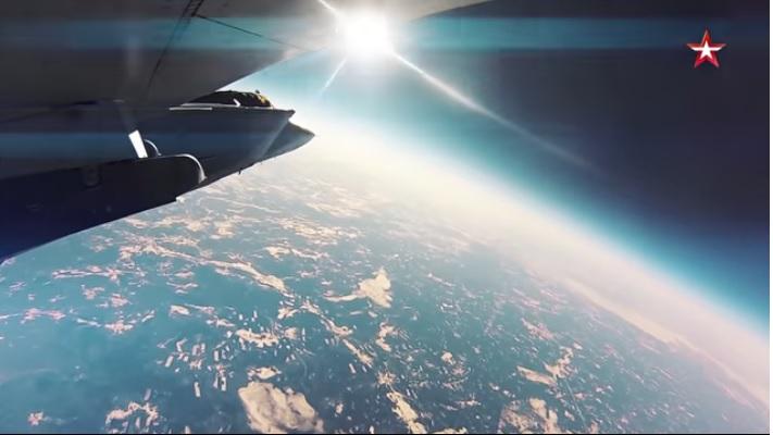 Вид из-под крыла Миг-31 - на высоте около 20 км. Как вам такие виды? И сколько денег вы готовы заплатить, чтобы посмотреть на нашу планету Земля с такой высоты?