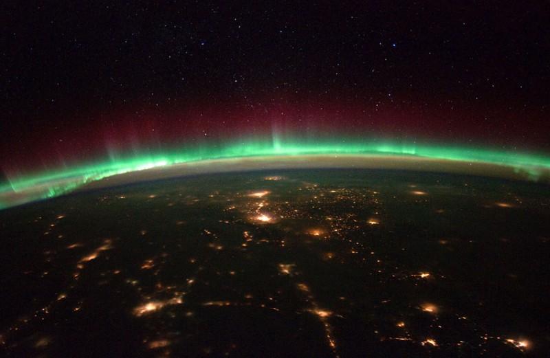 Вид большого города из ближнего космоса с высоты в 20 км.