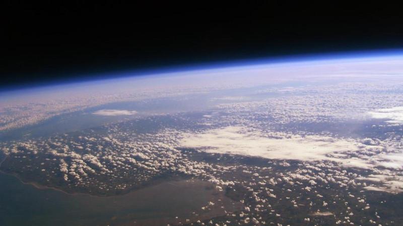 Вид Земли с высоты в 35 км. Это уже почти настоящий космос. Миг-31 сможет подниматься и на такую высоту  - за отдельную цену, конечно.