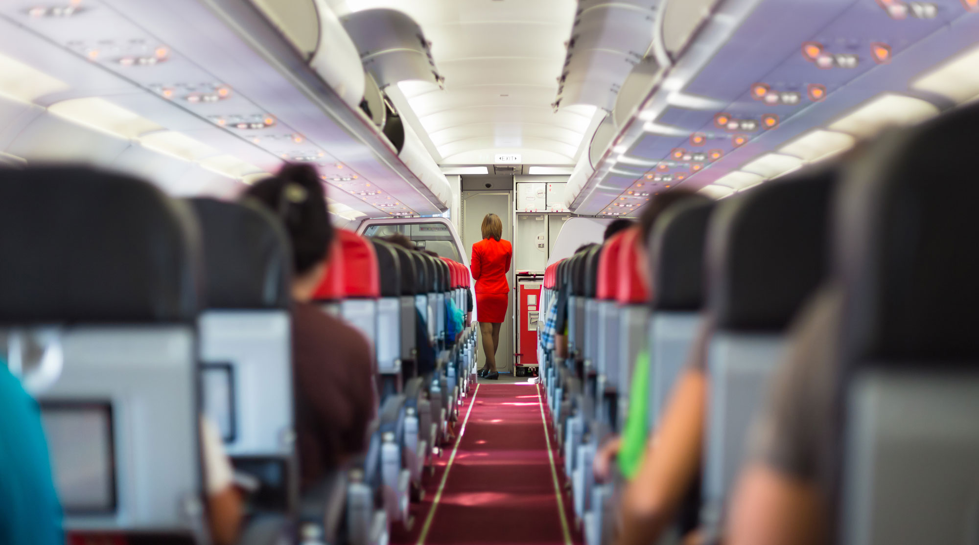 Многие проблемы на борту самолета решаются с помощью скотча