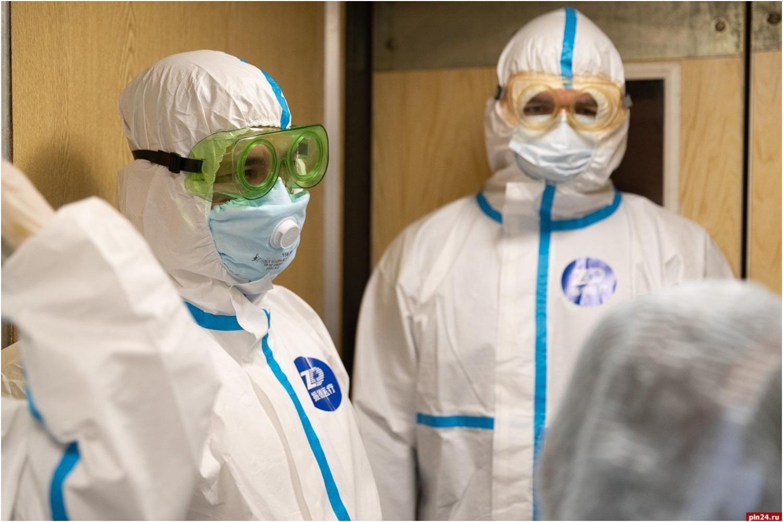 Кто должен быть в костюмах индидуальной защиты: врачи или чиновники?