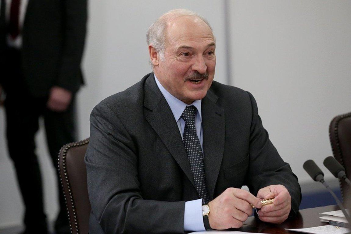 Лукашенко отказался переносить парад Победы