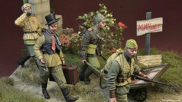 Поляки зачем-то выпустили фигурки советских солдат в виде мародеров