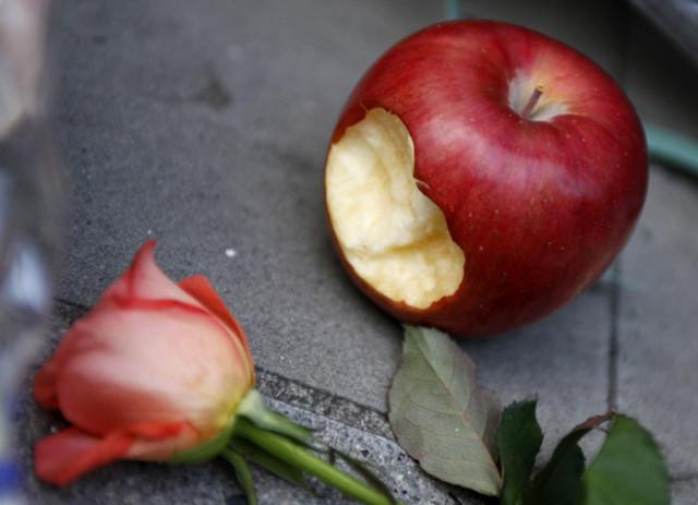 Умер Стив Джобс основатель компании Apple