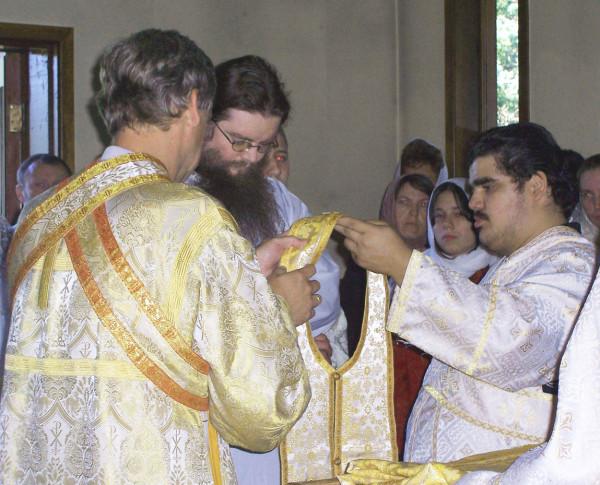 Влад. и присл-8-22-04 Liturgy @ Mansonville 006