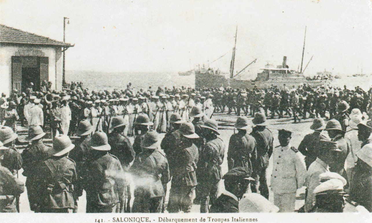1914-1918_Salonique_Debarquement_de_troupes_italiennes_Unloading_of_Italian_troops