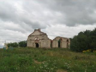 Ropsun raunioittu kirkko