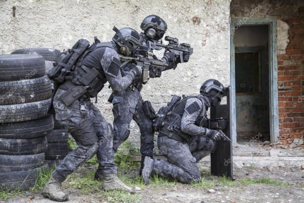 depositphotos_114301504-stock-photo-spec-ops-police-officer-swat.jpg