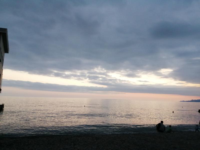 Фиолетовое небо, розовый закат и сиреневое море - таким я его запомню. До свидания, море! До встречи! В Ильин День и День ВДВ хочется любоваться и любоваться бесконечно прекрасным небом! Всех с Праздниками!💙