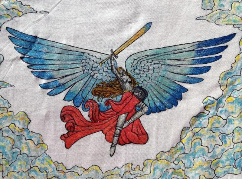 """Моя новая работа """"Полёт валькирии"""". Использовала понравившийся рисунок изинтернета,добавила облака. Подарю футболку подруге на Новый год."""