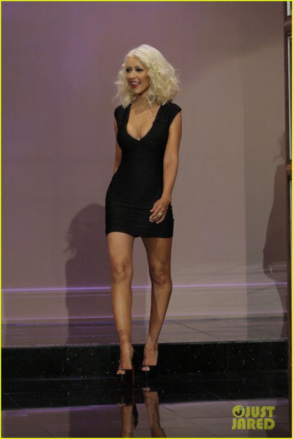 christina-aguilera-flaunts-slimmed-down-body-on-leno-04