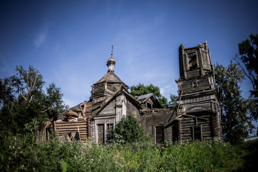 Деревянная церквушка в селе Большие Меми © Никита Перфильев
