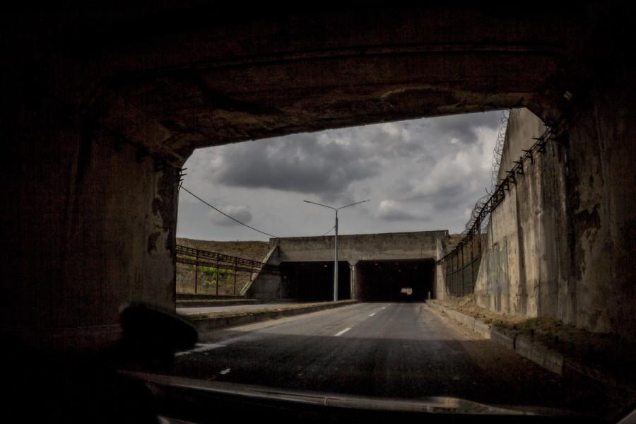 Автомобильный тоннель под взлётной полосой в Симферополе © Никита Перфильев
