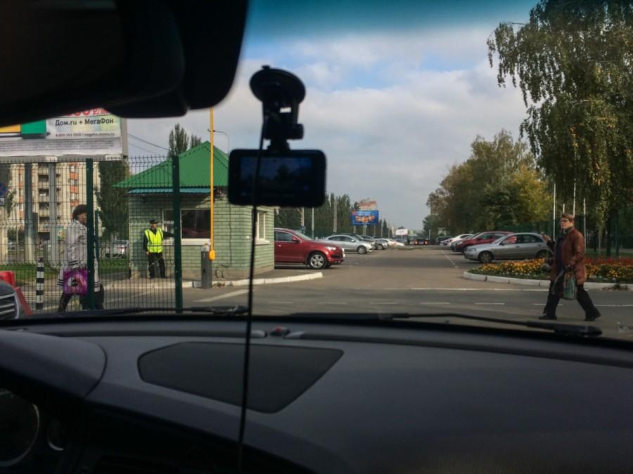 Незаконное взимание платы за парковку перед казанской Больницей №7 © Никита Перфильев