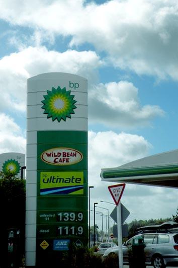 Цены на бензин в Новой Зеландии опустились до рекордного минимума