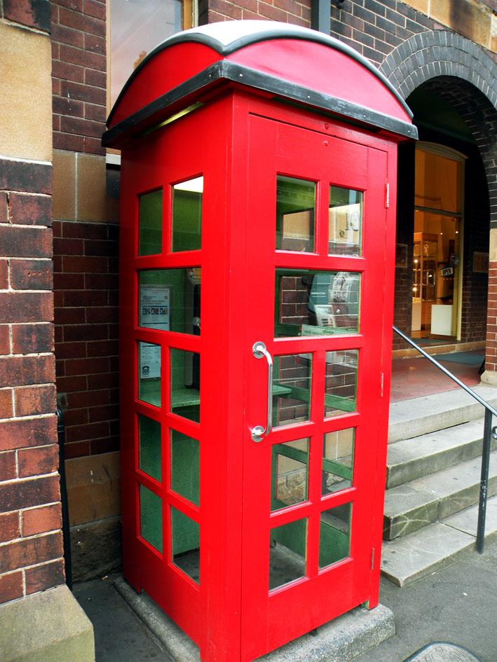 Телефонная будка в районе Рокс