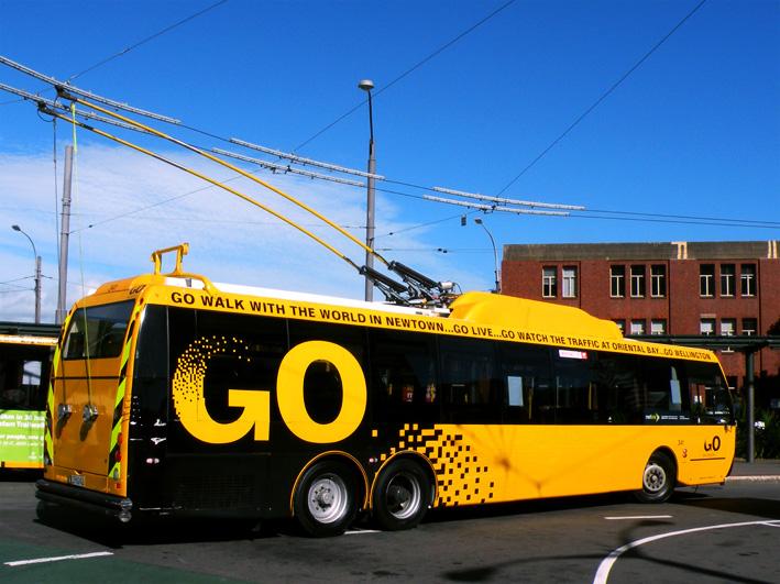 Желтый троллейбус
