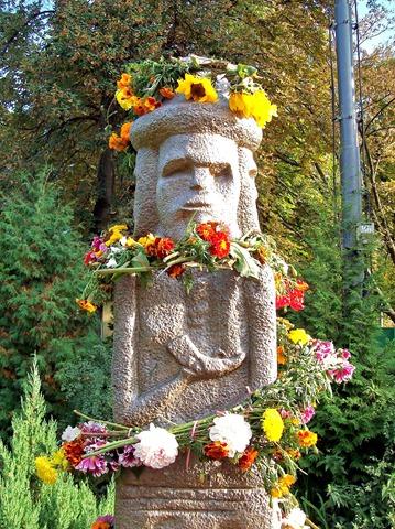 Идол во Владимирском проезде Киева