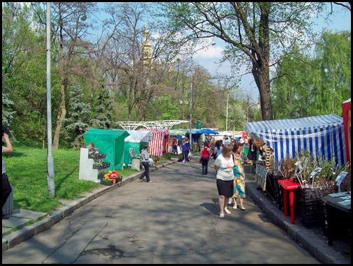 Киев. Ярмарка растений и сельхоз-инвентаря перед выставкой цветов